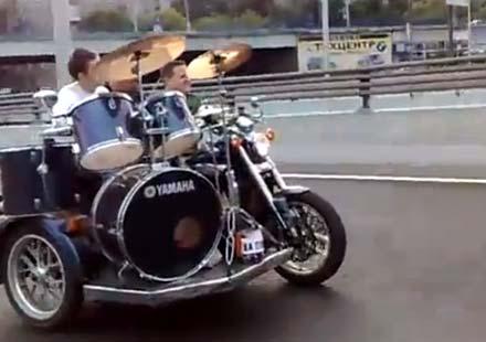 Бременските музиканти се завръщат, но върху мотор!