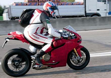 Шпионски снимки на Ducati 1199 Panigale