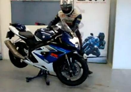Видео: Поставка за мотоциклети Envy