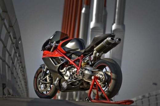 V за Vendetta - тунинг на Ducati Superbike 01