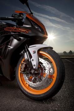 Bridgestone показва нова мотоциклетна гума на EICMA 2011 02