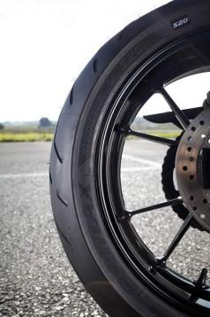 Bridgestone показва нова мотоциклетна гума на EICMA 2011 03