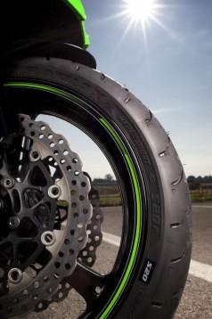 Bridgestone показва нова мотоциклетна гума на EICMA 2011 04