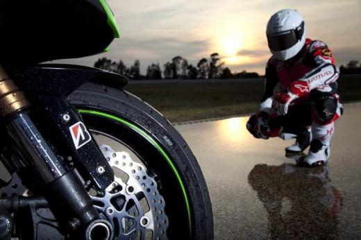 Bridgestone показва нова мотоциклетна гума на EICMA 2011 09