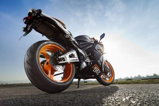 Bridgestone показва нова мотоциклетна гума на EICMA 2011 11