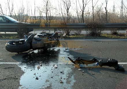 Пиянде качи двама на мотор, уби единия от тях и опита да се покрие