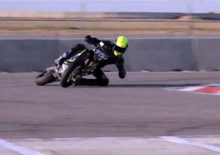 Луд моторист – с лакът на асфалта