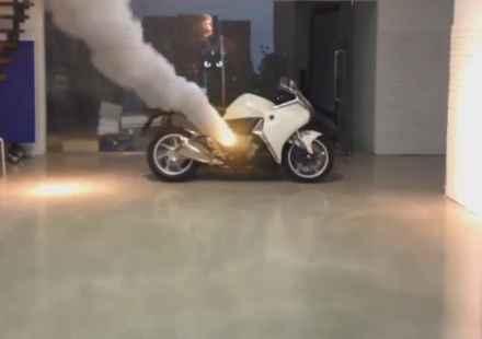 Ракета взривява BMW K 1600  (видео)