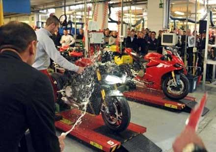 Ducati стартира производството на 1199 Panigale