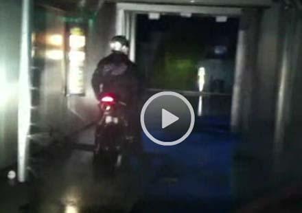 Моторист в автомивка – откачено