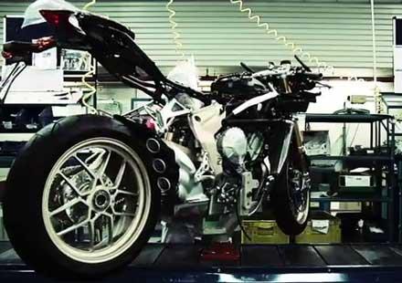 Отвътре: Как се сглобява мотоциклета MV Agusta