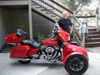 Harley-Davidson трайк, който ляга в завои 01