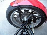 Harley-Davidson трайк, който ляга в завои 03