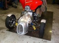 Harley-Davidson трайк, който ляга в завои 06
