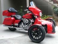 Harley-Davidson трайк, който ляга в завои 07
