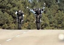 Хулигани с мотори в жестоко видео