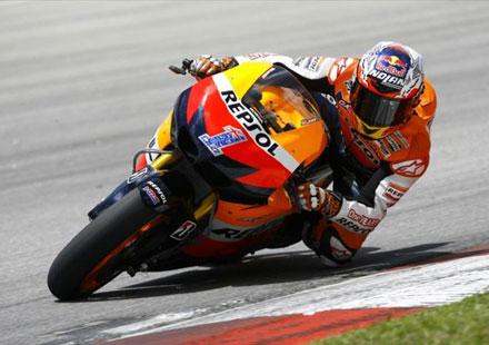 MotoGP: Стонър властва на Сепанг