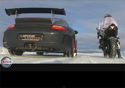 Ледена битка на Yamaha YZF 1000 R1 и Porsche GT3 RS