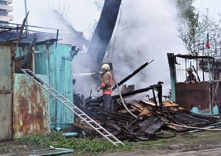 Изгоря работилница за мотоциклети
