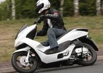 Honda обновява най-успешния си скутер - PCX125