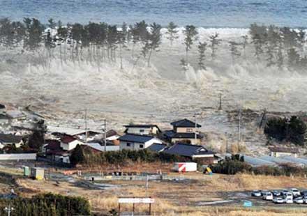 """Куриоз: """"Отвлечен"""" от японското цунами мотор бе открит край бреговете на Канада"""
