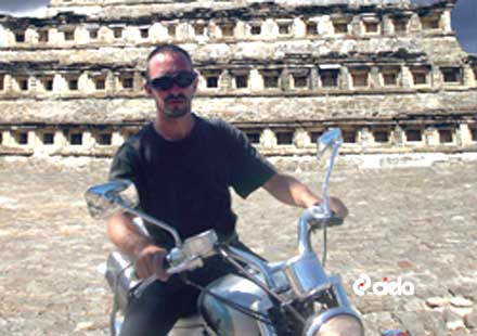 Български рокер с мотоциклет през джунглата на Гватемала и Никарагуа
