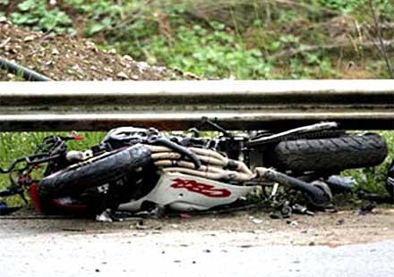 Млад моторист загина на място след жесток удар в стълб