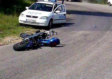 Неправоспособен моторист помете 4-ма младежи в Приморско