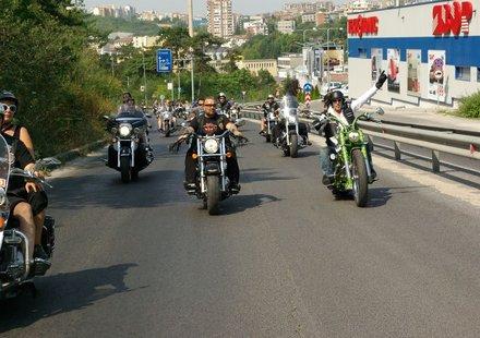 Хиляди мотори на почетно шествие във Велико Търново