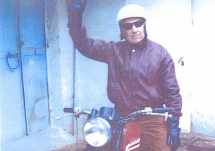 Бивш акробат с мотоциклет, състезател на шосе, писта и крос, написа възвание към шофьорите