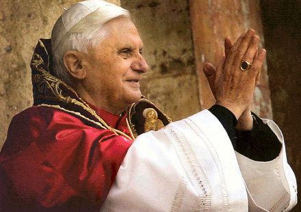 Папа Бенедикт XVI благослови резервоарите за Harley-Davidson