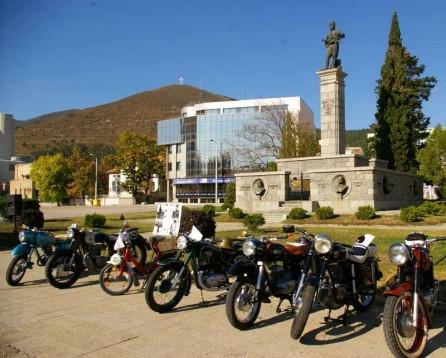 В Сливен се проведе парад на ретро автомобили и мотоциклети 02