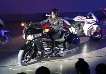 Honda с лавина от мото дебюти на EICMA 2012 (+видео)