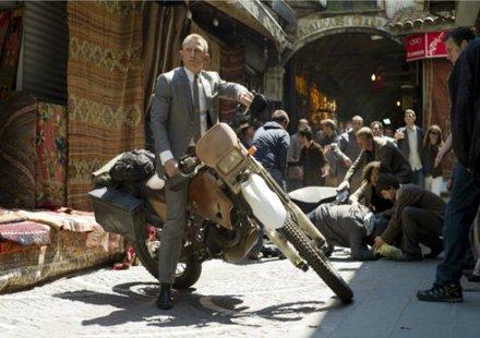 """Honda дарява мотоциклета от """"Скайфол"""" на деца в нужда"""