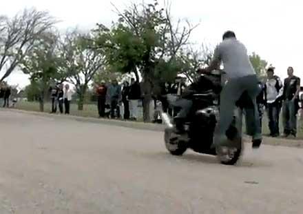 Идиоти на мотори