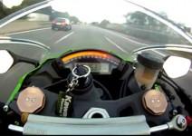 Kawasaki ZX-10R гони Audi RS6 ABT на магистрала (видео)
