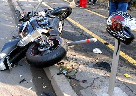 Момиче със счупен крак след катастрофа с мотор