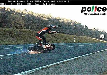 Мотоциклетист хванат да излита с 107 км/час
