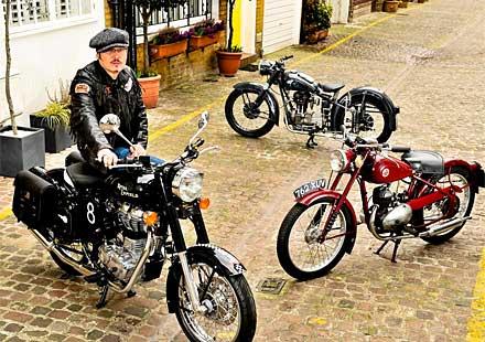 Мотоциклетите на рокаджията Адам Ант бяха обявени на търг