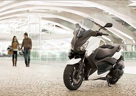 Yamaha пуска 400-кубиков X-MAX