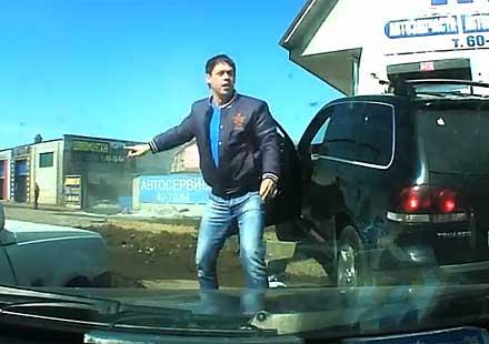 Млад мъж се разминава със смъртта за 8 секунди! (видео)