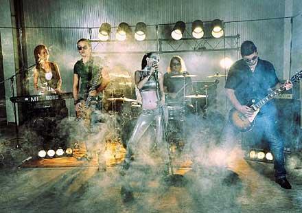 Избери SEVI за подгряваща група на Bon Jovi