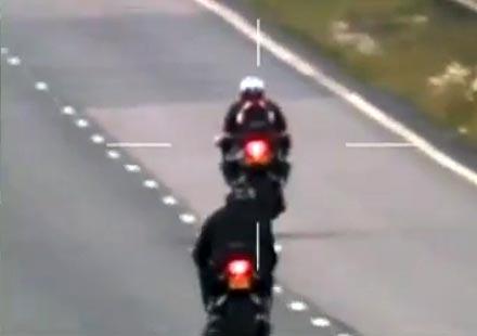 Моторист в затвора за превишена скорост след пост във форум