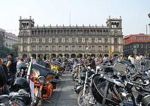 В Мексико сити отпразнуваха 110-годишнината на Harley-Davidson с най-големия мото-парад в града