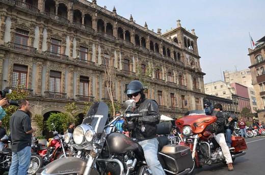 В Мексико сити отпразнуваха 110-годишнината на Harley-Davidson с най-големия мото-парад в града 01