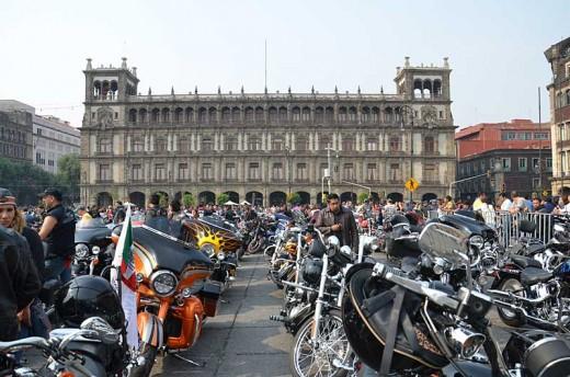 В Мексико сити отпразнуваха 110-годишнината на Harley-Davidson с най-големия мото-парад в града 02