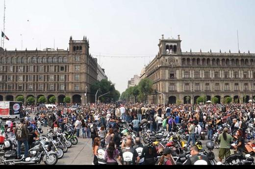 В Мексико сити отпразнуваха 110-годишнината на Harley-Davidson с най-големия мото-парад в града 04
