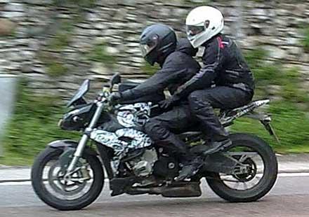 """""""Naked"""" версия на BMW S1000RR хваната на тестове в Италия"""