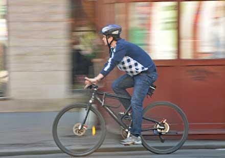 Забранете колоездачите по големите булеварди