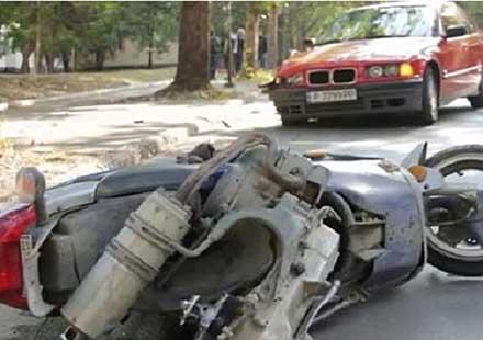 Младеж с БМВ разби главата на моторист (ВИДЕО)